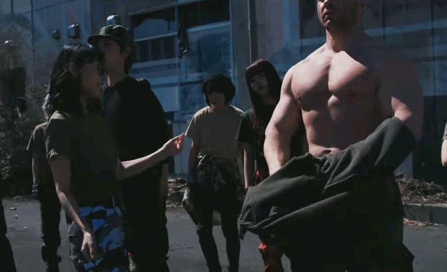 ハシヤスメ・アツコがマッチョと共演